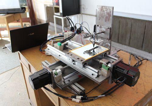 机械学院举行09级毕业设计实物作品答辩会