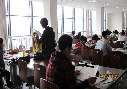 学校图书馆举行2014年 世界读书日 主题活动